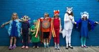 Préparation de costumes pour la Parade Phénoménale